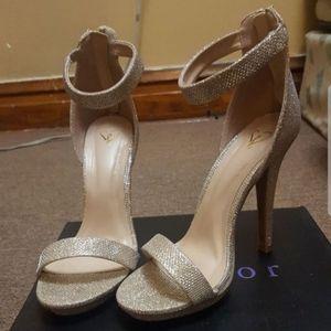 Sexy/classy gold heels